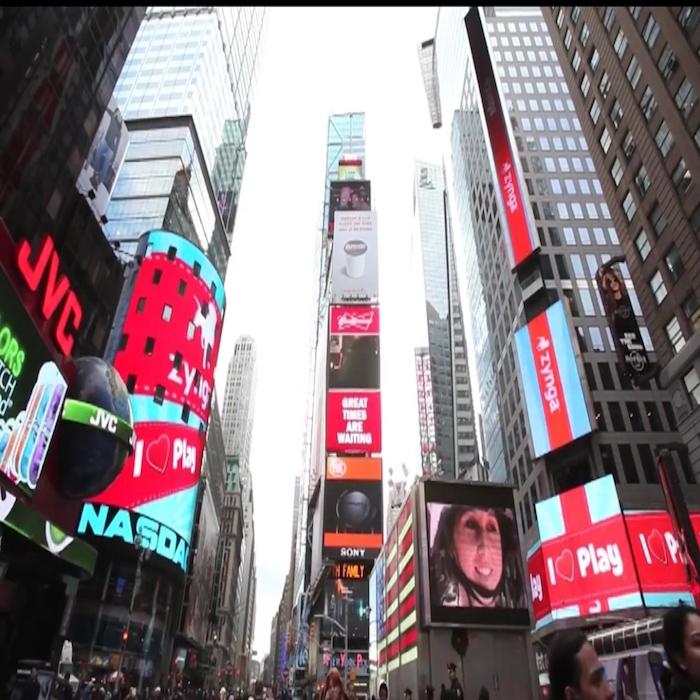 美国纽约时代广场纳斯达克大屏路透屏双屏联播展示