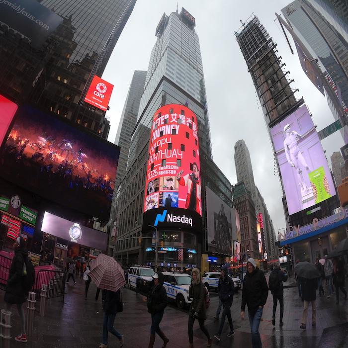 艾福杰尼0326生日亮相纽约时代广场纳斯达克大屏