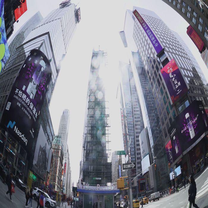 生物伞荣登纽约时代广场路透社大屏纳斯达克大屏双屏滚播